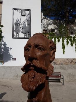 La biblioteca tiene un Aula Cervantina, donde se atesora una colección de ediciones del Quijote.