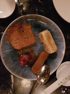 Lingote de foie con sardina ahumada y manzana